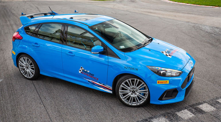 Niebieski Ford Focus RS